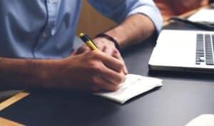 בעל חברה כותב מכתב פיטורין